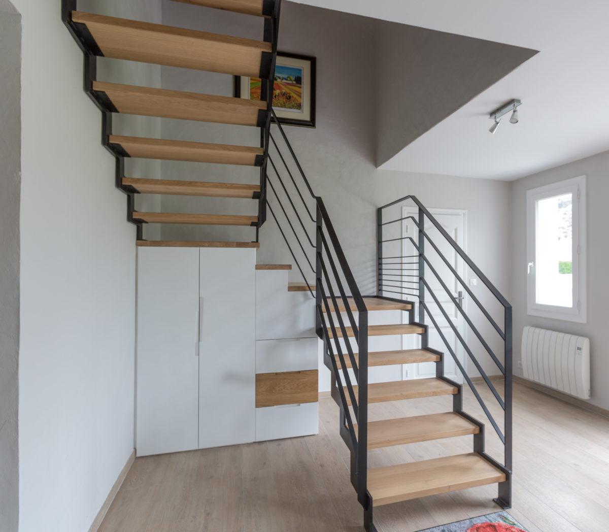 Création d'un escalier et sous escalier de rangement sur mesure Abilan menuiserie.