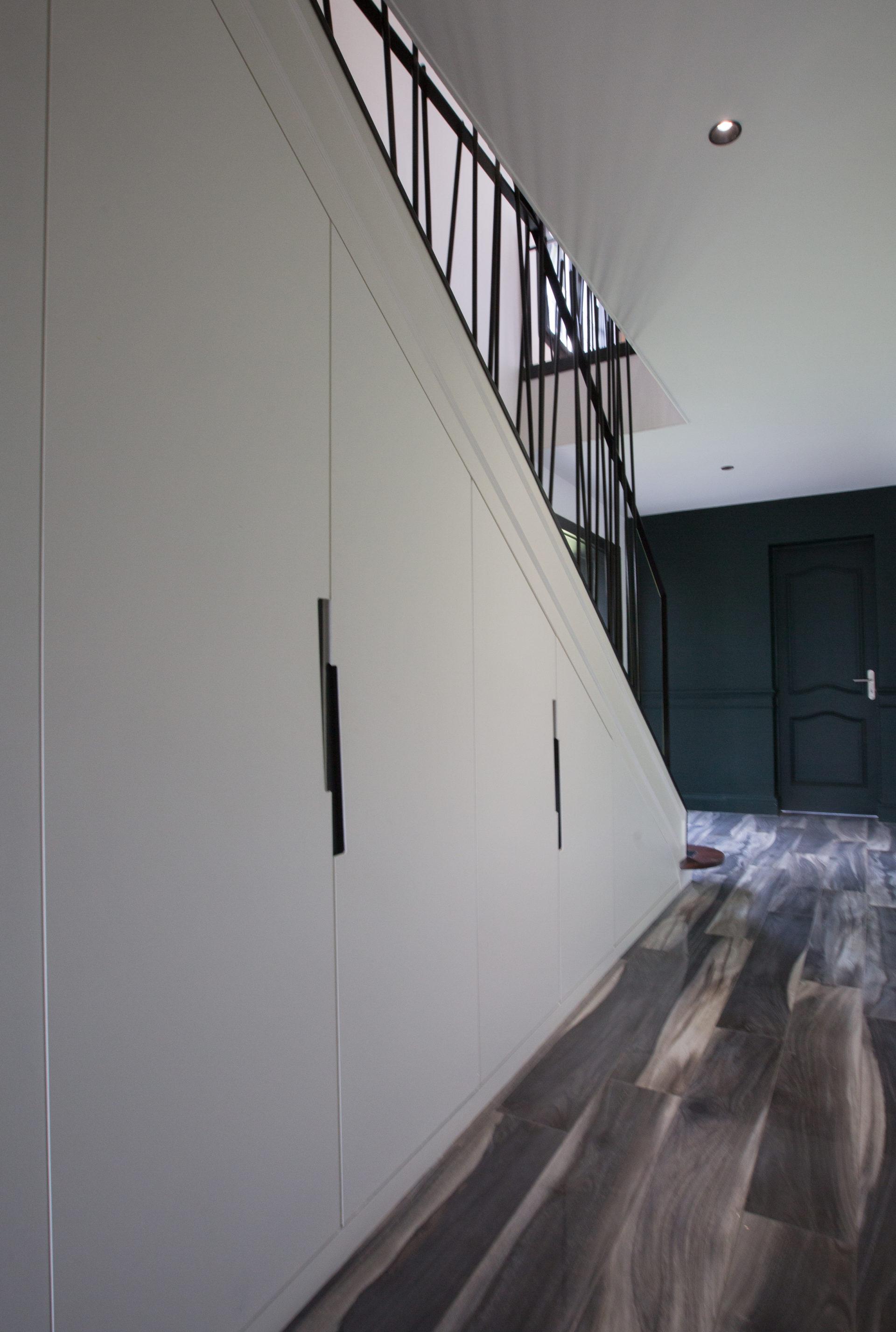 Aménagement sur mesure d'un sous escalier